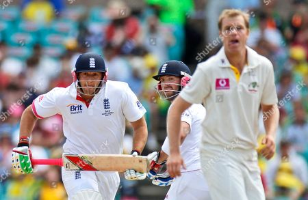 Stock Image of Marr Prior, Michael Beer, Tim Bresnan England's Tim Bresnan, left, Matt Prior, center, and Australia's Michael Beer watch the ball on the fourth day of play in the 5th Ashes Test Match in Sydney, Australia