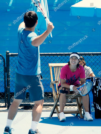 Li Na China's Li Na, right, watches as her husband and coach Jiang Shan gives her advice during a practice session on an outside court at the Australian Open tennis championships in Melbourne, Australia, . Li will play Belgium's Kim Clijsters in the women's final here Saturday Jan 29