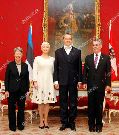 Toomas Hendrik Ilves, Heinz Fischer, Margit Fischer, Evelin Ilves Margit Fischer, Evelin Ilves, Estonian President Toomas Hendrik Ilves and Austrian President Heinz Fischer, from left, pose for a photo during a welcome ceremony at Vienna's Hofburg palace, Austria