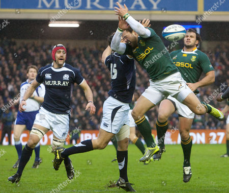 South Africa's Francois Hougaard, right, leaps for the ball against Scotland's Hugo Southwell during the intenational rugby match between Scotland and South Africa at Murrayfield Stadium in Edinburgh, Scotland