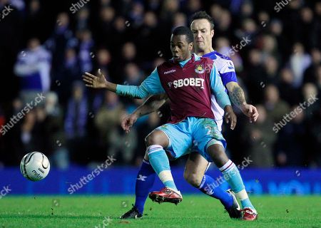 Birmingham City's Martin Jiranek, right, competes for the ball with West Ham's Zavon Hines during the English League Cup semifinal soccer match between Birmingham City and West Ham United at St Andrew's stadium in Birmingham, . (AP Photo / Matt Dunham) NO INTERNET/MOBILE USAGE WITHOUT FOOTBALL ASSOCIATION PREMIER LEAGUE(FAPL)LICENCE. CALL +44