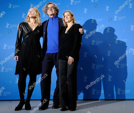 Julie Shanahan, Wim Wenders, Barbara Kaufmann Dancer Julie Shanahan, director Wim Wenders and dancer Barbara Kaufmann pose during a photo-call about the 3D dancing movie Pina during the International Film Festival Berlinale in Berlin on