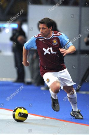 Tony Cottee playing for West Ham United