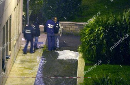 Forensic police stand by the sheet covering the body of Italian director Mario Monicelli at the San Giovanni hospital in Rome, . Oscar-nominated director Mario Monicelli has died in Rome Monday, Nov. 29, 2010, after jumping from a fifth-story hospital window. He was 95