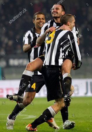 Simone Pepe, Felipe Melo, Girgio Chiellini Juventus' Simone Pepe, second from right, is cheered by teammates Giorgio Chiellini, right, and Felipe Melo, of Brazil, after scoring during the Italian Cup soccer match between Juventus and Catania in Turin, Italy