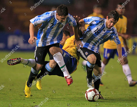 Brazil's Carlos Henrique Casimiro, center, fights for the ball with Argentina's Juan Iturbe, left, and Lucas Rodriguez in their U-20 South American Championship soccer game in Arequipa, Peru