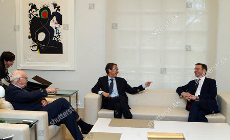 Jose Luis Rodriguez Zapatero Paul Volcker, Niall Ferguson Jose Luis Rodriguez Zapatero, centre talks with Harvard University historian Niall Ferguson, right and former Federal Reserve Chairman Paul Volcker at the start of a meeting at the Moncloa Palace in Madrid