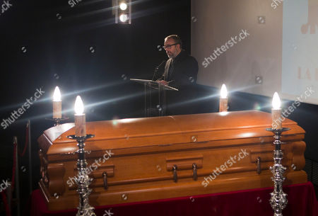 Alex de la Iglesia Spnish film director academy president Alex de la Iglesia reads a tribute by the coffin of Spanish film director Luis Garcia Berlanga lying in wake at the Spanish Film Academy in Madrid . Berlanga had been suffering from Alzheimer's disease and is survived by a son, Fernando