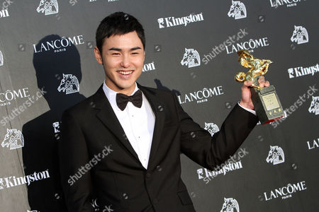 """Taiwanese actor Ethan Juan holds his award for Best Leading Actor for the film """"MONGA"""" at the 47th Golden Horse Awards, in Taoyuan County, northern Taiwan. The Golden Horse awards are the Chinese-language film industry's biggest annual events"""