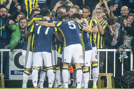 Fenerbahce celebrate the goal of Moussa Sow of Fenerbahce (M)