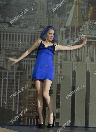 Amy Lennox as Elly