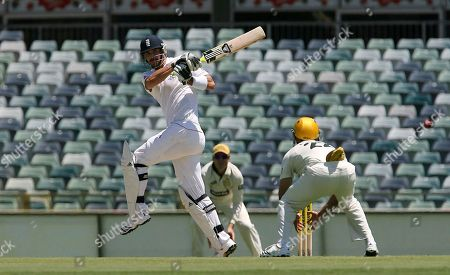 Wes Robinson, Kevin Pietersen England's Kevin Pietersen, left, bats against West Australia's Wes Robinson during their three-day cricket match at the WACA Ground in Perth, Australia