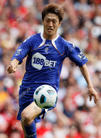 Chung-Yong Lee Bolton's Chung-Yong Lee during their English Premier League soccer match against Arsenal at Arsenal's Emirates Stadium in London, . (AP Photo/Kirsty Wigglesworth) ** NO INTERNET/MOBILE USAGE WITHOUT FOOTBALL ASSOCIATION PREMIER LEAGUE(FAPL)LICENCE. CALL +44