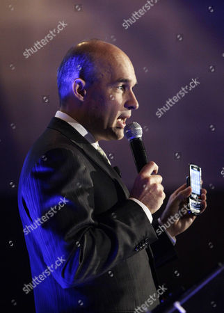 Jim Balsillie, Co-CEO of Research In Motion, RIM, maker of BlackBerry, shows a BlackBerry Torch 9800 as he provides an update on the latest BlackBerry product developments during the GITEX exhibition in Dubai, United Arab Emirates