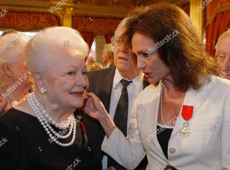 Olivia de Havilland, Jacqueline Bisset Japan born British actress Olivia de Havilland, left, with British born actress Jacqueline Bisset, after being awarded the Knight of the Legion of Honor by French President Nicolas Sarkozy, at the Elysee Palace, in Paris