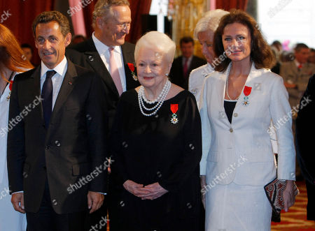 Olivia de Havilland, Jacqueline Bisset, Nicolas Sarkozy French President Nicolas Sarkozy, left, with Japan born British actress Olivia de Havilland, centre with British born actress Jacqueline Bisset, after awarded them with the Knight of the Legion of Honor, at the Elysee Palace, in Paris
