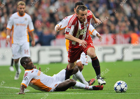 Ivica Olic, Juan Silveira dos Santos Munich's Ivica Olic, right, and AS Roma's Juan Silveira dos Santos challenge for the ball during their Champions League Group E soccer match between FC Bayern Munich and AS Roma in Munich, southern Germany