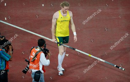 Australia's gold medalist Steve Hooker walks away with his pole after deciding not to pursue trying to beat the Commonwealth Games record in the pole vault final during the Commonwealth Games at the Jawaharhal Nehru Stadium in New Delhi, India