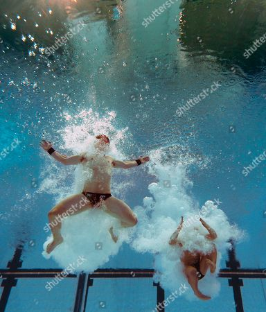 Matthew Mitcham, Ethan Warren Australia's Matthew Mitcham, right, and Ethan Warren dive to win the silver in the men's 10m synchro platform diving event during the Commonwealth Games at the Dr. S.P. Mukherjee Aquatics Center in New Delhi, India