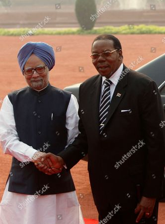 Manmohan Singh, Bingu wa Mutharika Indian Prime Minister Manmohan Singh, left, shakes hands with President of Malawi Bingu wa Mutharika before a ceremonial reception at the Rashtrapati Bhawan, or Presidential Palace, in New Delhi, India, . Mutharika is on a six-day State visit to India