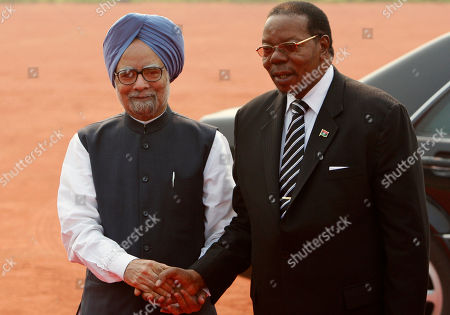 Manmohan Singh, Bingu wa Mutharika Indian Prime Minister Manmohan Singh, left, shakes hands with President of Malawi Bingu wa Mutharika, right, before a ceremonial reception at the Rashtrapati Bhawan, or Presidential Palace, in New Delhi, India, . Mutharika is on a six-day state visit to India