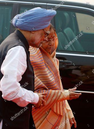 Pratibha Patil, Manmohan Singh Indian Prime Minister Manmohan Singh, left, and Indian President Pratibha Patil, right, await the arrival of Malawi President Bingu wa Mutharika, unseen, at the Rashtrapati Bhawan or Presidential Palace in New Delhi, India, Wednesday, Nov.3, 2010