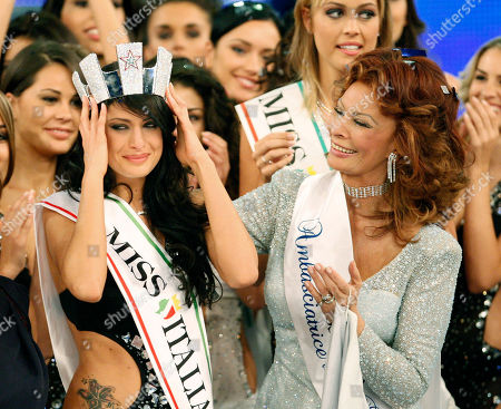 Italian actress and beauty pageant jury president Sofia Loren, right, crowns Francesca Testasecca after she was voted Miss Italia (Miss Italy) 2010, in Salsomaggiore, Italy