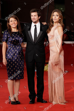 """Actress Eva Mendes, right, and director Massy Tadjedin, left, pose on the red carpet with French director Guillaume Canet as they arrive to attend the screening of his movie """"La petits Mouchoirs"""" during the Rome Film Festival at Rome's Auditorium"""