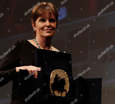 """Maria Novaro Mexican director Maria Novaro holds the Marcus Aurelius Jury award assigned to the entire female cast of the movie """"Las buenas hierbas"""" during the awarding ceremony at the Rome Film Festival in Rome"""