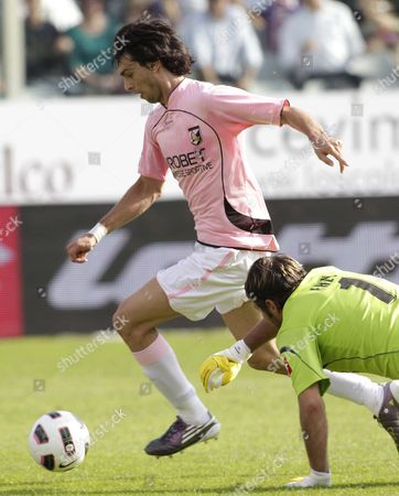 A Palermo's Joavier Pastore of Argentina scores past Fiorentina's goalkeeper Sebastien Frey of France during a Serie A soccer match between Fiorentina and Palermo at the Artemio Franchi stadium in Florence, Italy