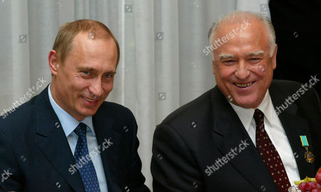 Vladimir Putin, Viktor Chernomyrdin Russian President Vladimir Putin, left, and former Russian Prime Minister Viktor Chernomyrdin smile as they celebrate Chernomyrdin's 65th birthday in Moscow, Russia. Chernomyrdin, who served as Russia's prime minister in the turbulent 1990s as the country was throwing off communism and developing as a market economy, died . He was 72