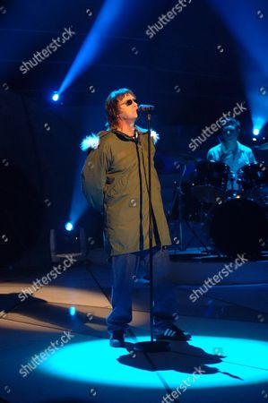'Celebrity Stars in their Eyes'  TV - 2003 - Paul Usher performs as Liam Gallagher.