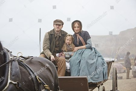 Stock Photo of Joanne Froggatt as Mary Ann, Isobel Dobson as Isabella and Tom Varey as Billy Mowbray