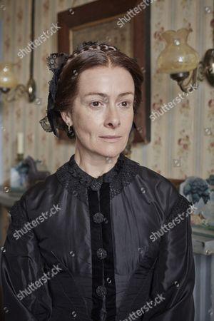 Emma Fielding as Helen Robinson
