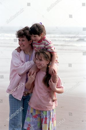 'Fighting for Gemma' - 1993  A day at the beach for Susan D'Arcy [Lorraine Ashbourne], Gemma D'Arcy [Jennifer Wilson] and Richenda D'Arcy [Ruth Lee].