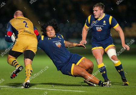 Na'ama Leleimalefaga of Worcester Warriors tackles Rob Hawkins of Bristol Rugby