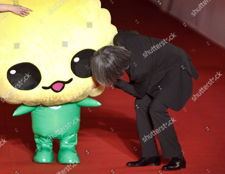 Stephen Chow Hong Kong actor Stephen Chow looks at his movie mascot upon arrival at the opening of 13th Shanghai International Film Festival in Shanghai, China