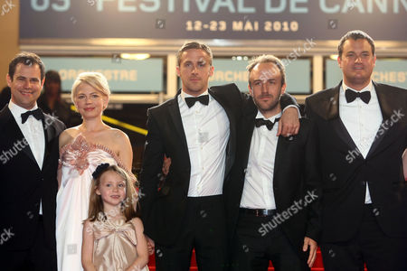 """Alex Orlovsky, Michelle Williams, Faith Wladyka, Ryan Gosling, Derek Cianfrance, Jamie Patricof From left, producer Alex Orlovsky, actress Michelle Williams, actress Faith Wladyka, actor Ryan Gosling, director Derek Cianfrance and producer Jamie Patricof arrive for the screening of the film """"Copie Conforme"""", at the 63rd international film festival, in Cannes, southern France"""