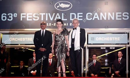 """Abbas Kiarostami, Juliette Binoche, William Shimell From left, director Abbas Kiarostami, actress Juliette Binoche and actor William Shimell arrive for the screening of the film """"Copie Conforme"""", at the 63rd international film festival, in Cannes, southern France"""