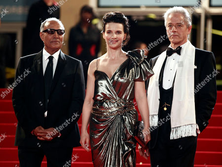 """William Shimell, Juliette Binoche, Abbas Kiarostami From left, director Abbas Kiarostami, actress Juliette Binoche and actor William Shimell arrive for the screening of the film """"Copie Conforme"""", at the 63rd international film festival, in Cannes, southern France"""