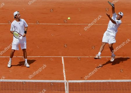 Duilio Beretta, Roberto Quiroz Peru's Duilio Beretta, right, and Ecuador's Roberto Quiroz return the ball to win the boys' doubles final match against Argentinian pair Facundo Arguello and Agustin Velotti for the French Open tennis tournament at the Roland Garros stadium in Paris
