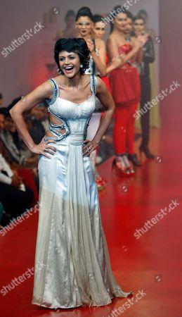 Mandira Bedi Models applaud as Bollywood actress Mandira Bedi, foreground, presents a creation by designer Swapnil Shinde at the Bangalore Fashion Week in Bangalore, India