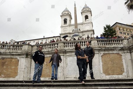 """Russell Crowe, Scott Grimes, Alan Doyle, Kevin Durand From left, Actors Russell Crowe, Scott Grimes, Alan Doyle and Kevin Durand, all starring in Ridley Scott's new movie """"Robin Hood"""" perform on the Spanish Steps in Rome"""