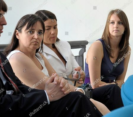 Deanna Knox, right, and Edda Mellas, left, respectively sister and mother of US murder suspect Amanda Knox, wait with their lawyer Maria del Grosso, at Perugia tribunal, Italy, . Edda Mellas is in Perugia for a pre-trial hearing as she faces charges of slander for stating that Amanda was beaten after her arrest in an interview she gave with her divorced husband to a British newspaper