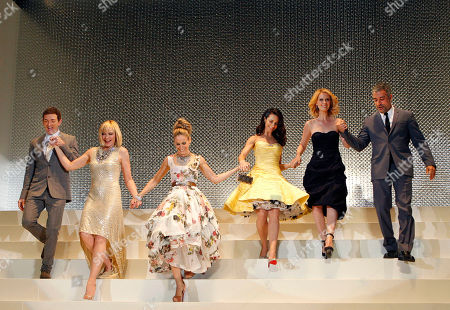 """Michael Patrick King, Kim Cattrall, Sarah Jessica Parker, Kristin Davis, Cynthia Nixon, John Melfi From left: director Michael Patrick King, actresses Kim Cattrall, Sarah Jessica Parker, Kristin Davis, Cynthia Nixon, and producer John Melfi, join hands together as they arrive for the Japan Premiere of their film """"Sex and the City 2"""" in Tokyo"""
