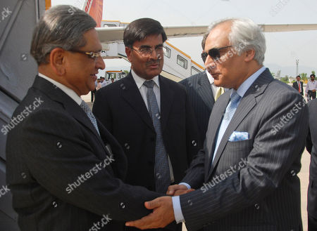 Sharat Sabharwal, Shahid Malik, S. M. Krishna Pakistani High Commissioner in New Delhi, Shahid Malik, right, receives Indian External Affairs Minister S.M. Krishna at Chaklala airbase in Rawalpindi, Pakistan on . Pakistan and Indian Foreign Ministers will meet Thursday for talks, as the nuclear-armed rivals try to resume a formal peace dialogue derailed by the 2008 Mumbai attacks. Indian High Commissioner in Pakistan Sharat Sabharwal seen in center