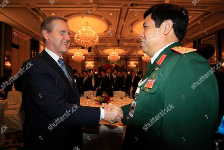 Phung Quang Thanh, William Cohen Former U.S. Secretary of Defense William Cohen, left, shakes hands with Vietnam's Minister of National Defense Phung Quang Thanh at the 9th Asia Security Summit on in Singapore