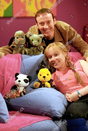 'Sooty Heights' -  Richard Cadell and Vicki Lee Taylor with Sweep, Mikki, Soo and Sooty.