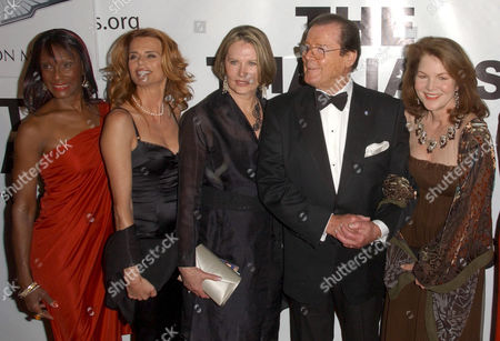 Stock Photo of Gloria Hendry, Serena Scott Thomas, Maud Adams, Roger Moore and Lois Chiles
