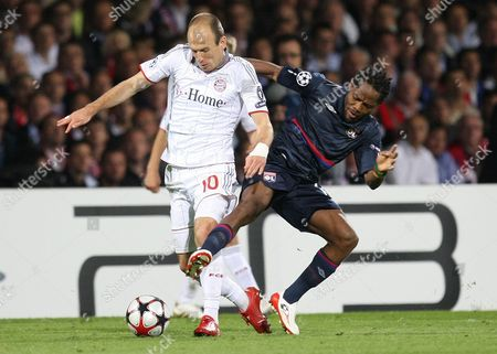 Arjen Robben, Jean II Makoun Bayern Munich's Arjen Robben of Netherlands, left, fights for the ball with Lyon's Jean II Makoun of Cameroon, during their Champions League semifinal second leg soccer match between Lyon and Bayern Munich, in Lyon stadium, central France